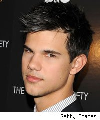Taylor Lautner Flies to 'Northern Lights'