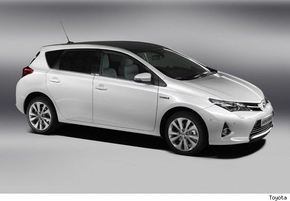 all new dynamic toyota auris launched aol. Black Bedroom Furniture Sets. Home Design Ideas