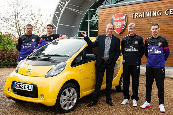 Arsenal players try out electric cars