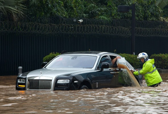 Holy Roller Flooding In Jakarta Leaves Unlucky Rolls Royce Owner