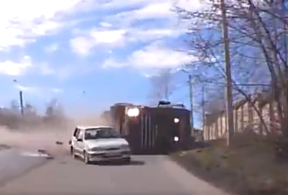 Video: Russian dash-cam captures high-speed lorry crash