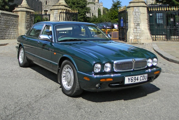 Her Majesty the Queen's personal Daimler goes under the hammer