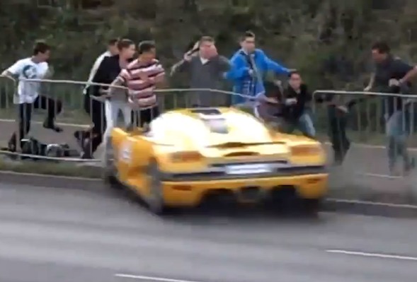 Video: Shocking supercar smash