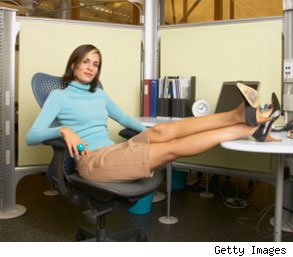 women do better at work wearing skirts