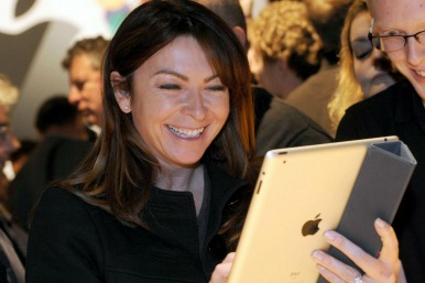 Picture of Suzy Perry with an iPad