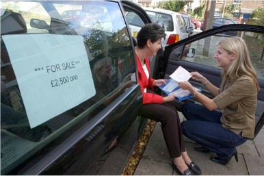 A buyer checking documents: HPI