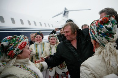 Gerard Depardieu arrives in Russia