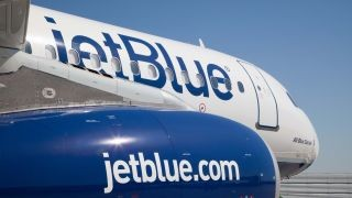 case jetblue airways growing pains Ch1 jetblue case study marco garza 1 brief summary of the jetblue case jetblue jetblue airways: growing pains a case report prepared for mg 495 business.