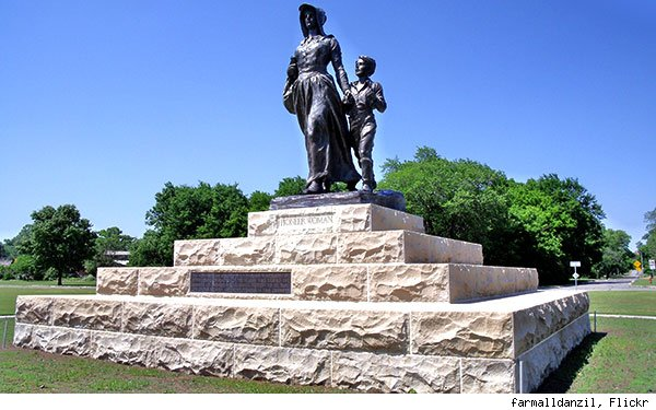 Pioneer Woman statue Ponca City