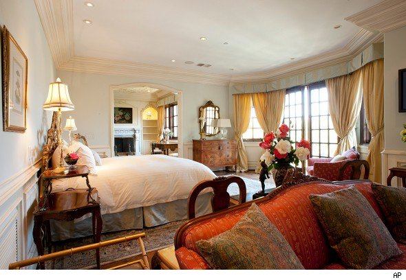 Michael jackson 39 s final home and belongings up for for Michael jackson house for sale