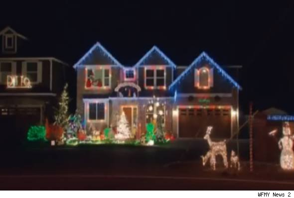 Ditto' Holiday Display Steals Neighborhood Spotlight - AOL Finance