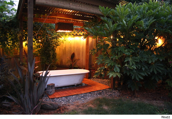 Use A Salvaged Tub To Turn Your Backyard Into A Soothing Oasis Aol