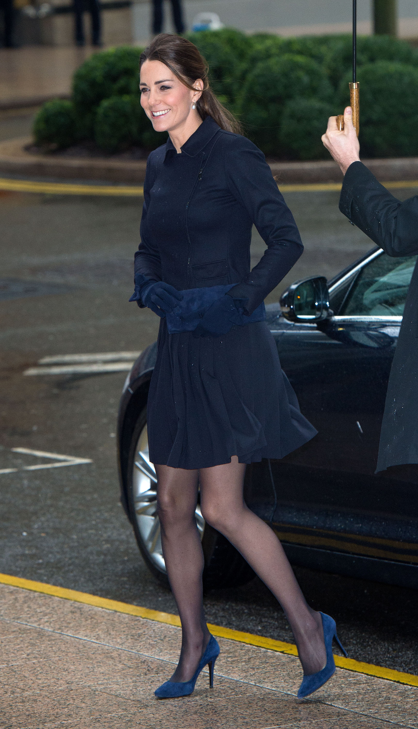 The wind may not be her friend, but Kate Middleton still ...