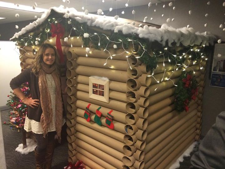 Woman transforms her office cubicle into a christmas cabin for How to decorate my office cabin