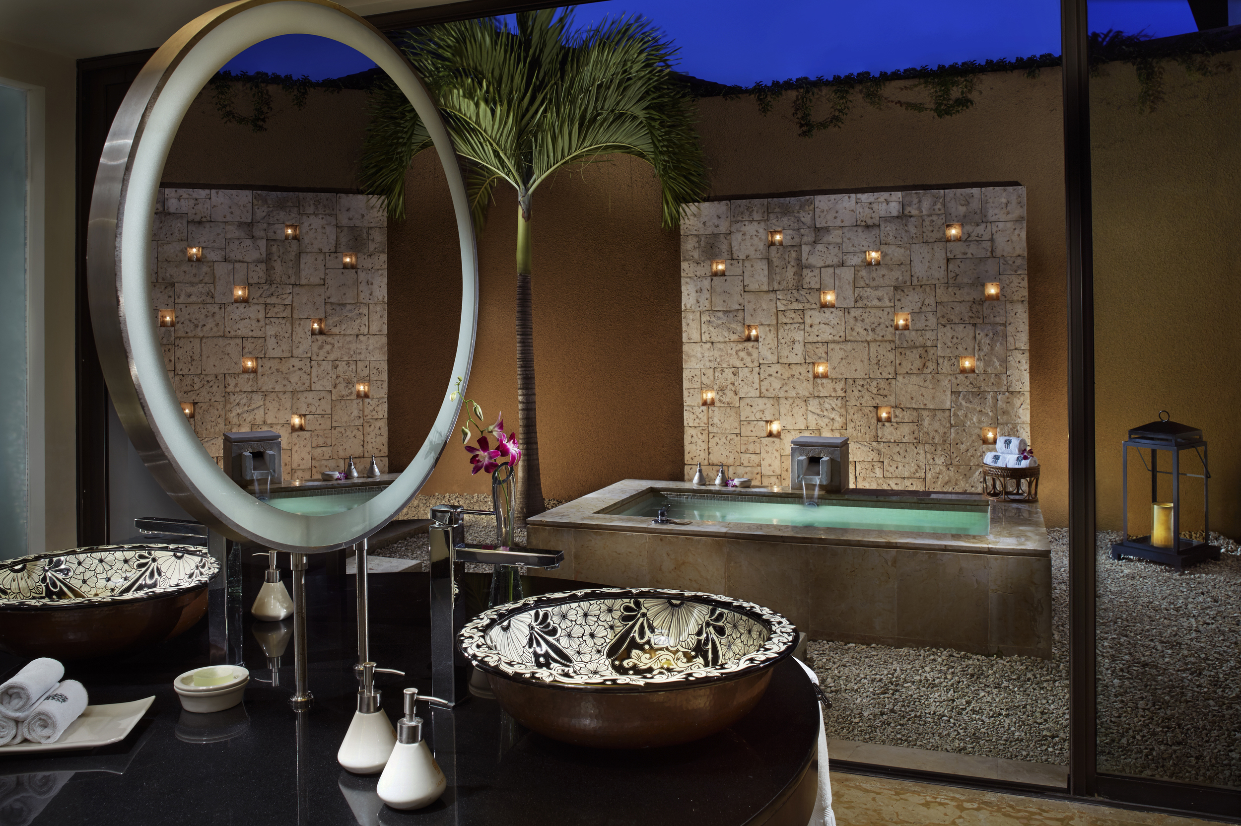 World 39 s most over the top hotel bathrooms aol for Luxury hotels all over the world