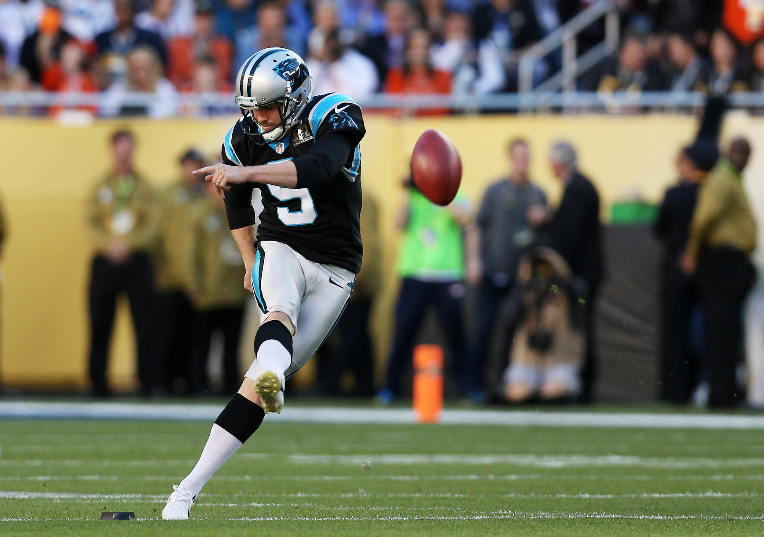 23af5501 Broncos defeat Panthers 24-10 to win Super Bowl 50 - AOL News