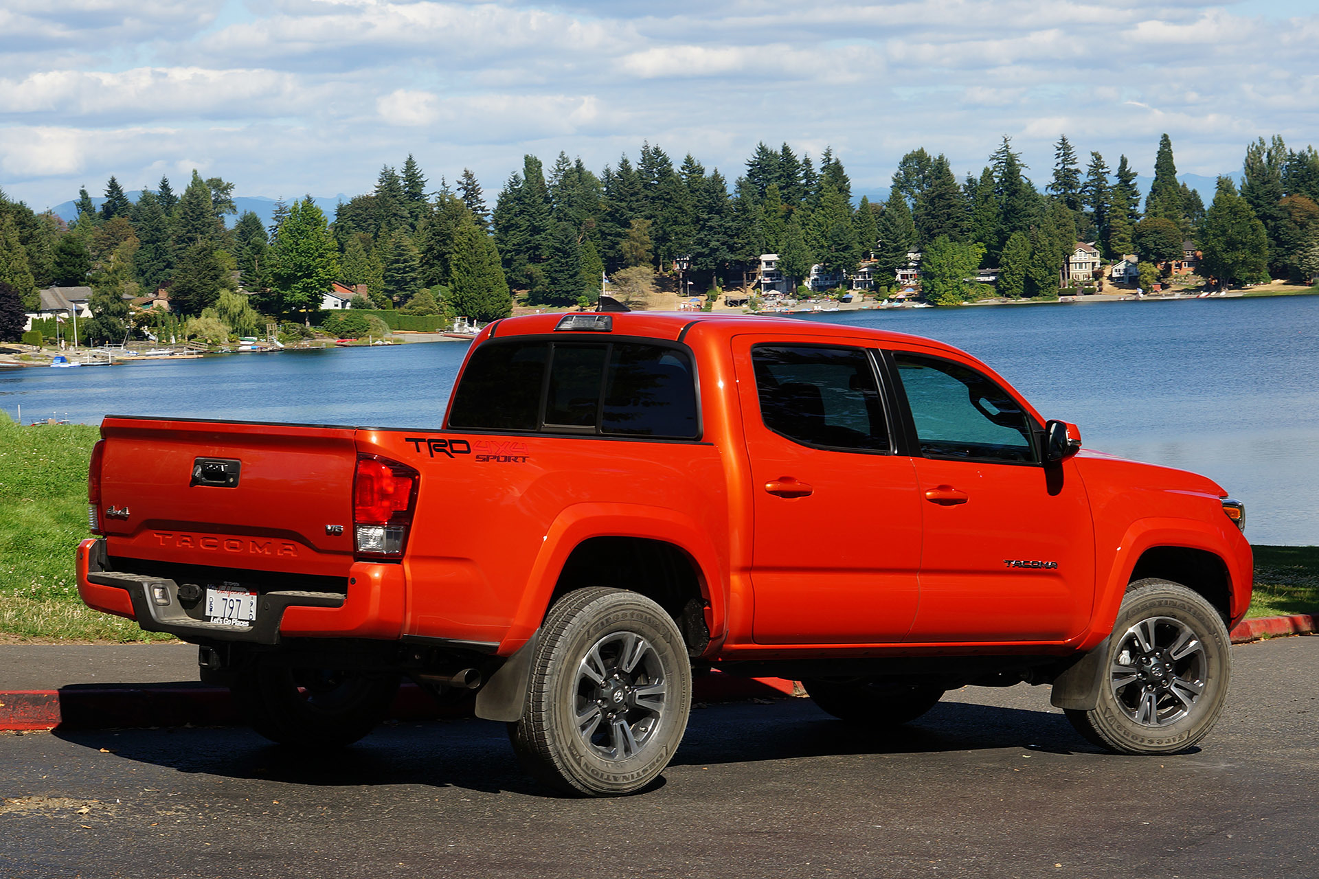 2016 toyota tacoma trd sport 4x4 first drive 0 autoblog. Black Bedroom Furniture Sets. Home Design Ideas
