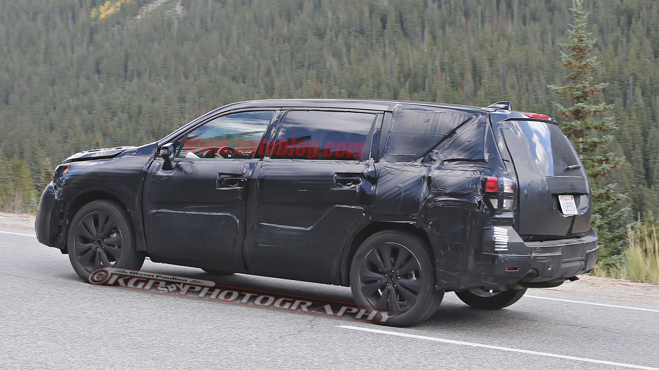 subaru 39 s three row tribeca replacing crossover finally spied testing. Black Bedroom Furniture Sets. Home Design Ideas