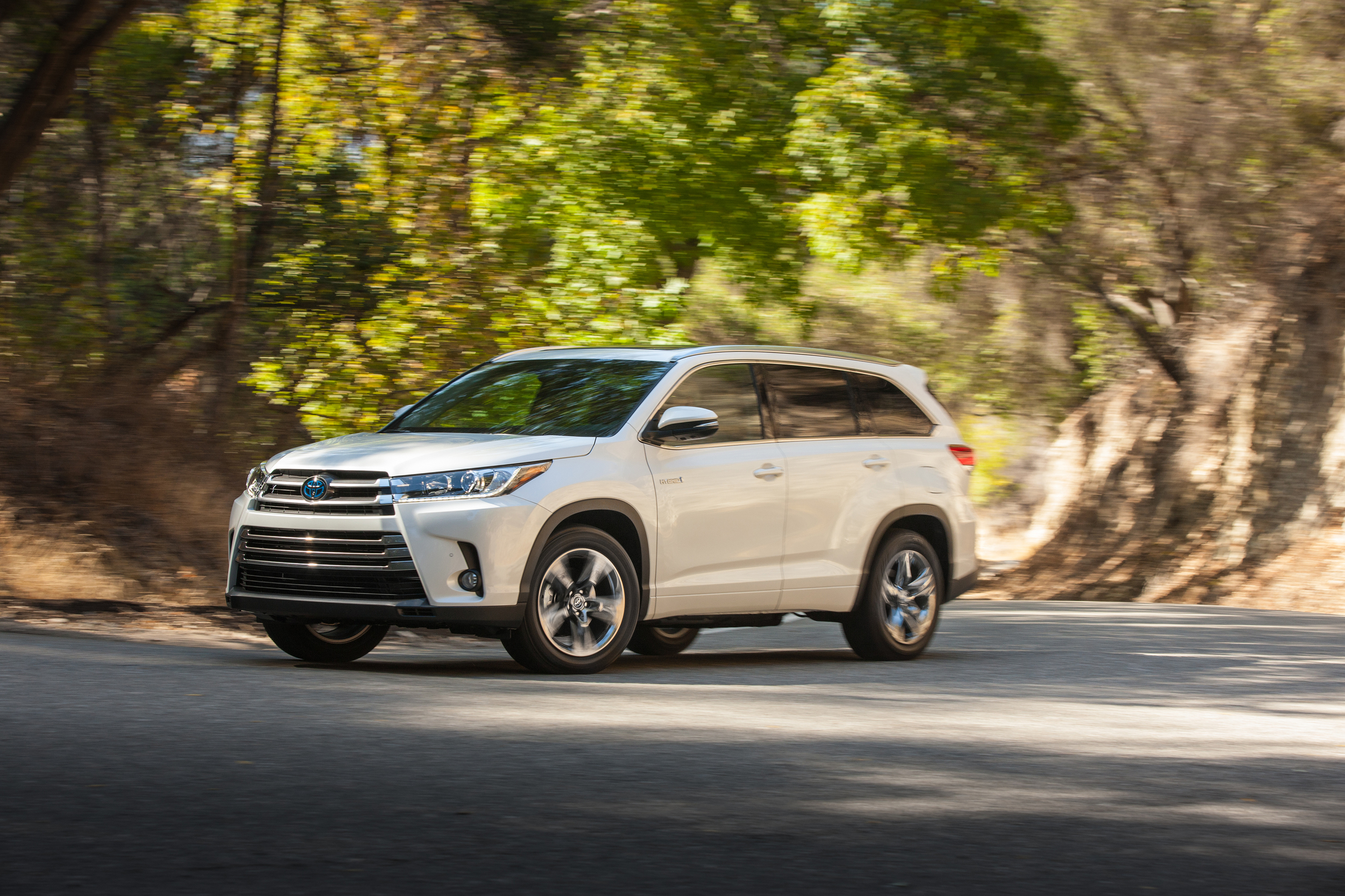 2017 highlander will be first na toyota to get stop