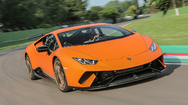 2018 lamborghini huracan performante first drive the banshee of sant 39 agata autoblog. Black Bedroom Furniture Sets. Home Design Ideas