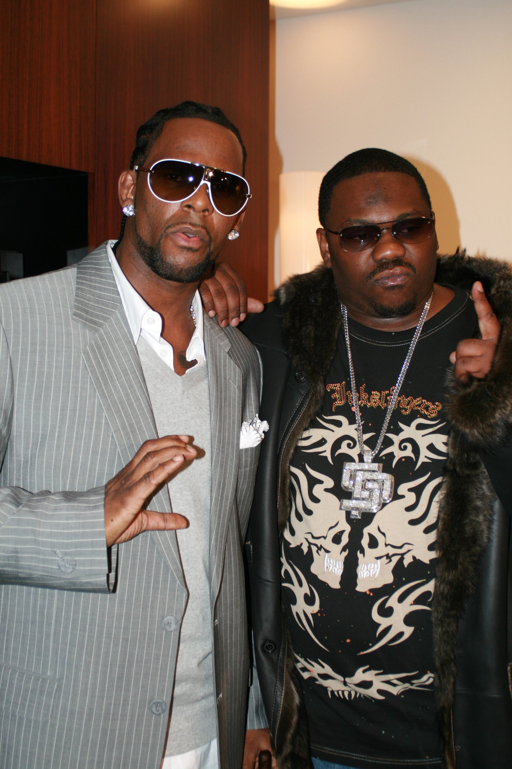 R  Kelly's crisis manager announces he's stepping down