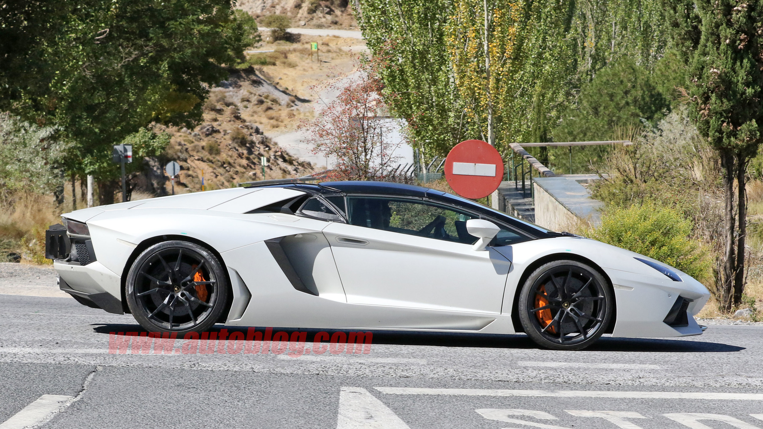 lamborghini prototype 39 s exhaust suggests aventador performante is in the works. Black Bedroom Furniture Sets. Home Design Ideas