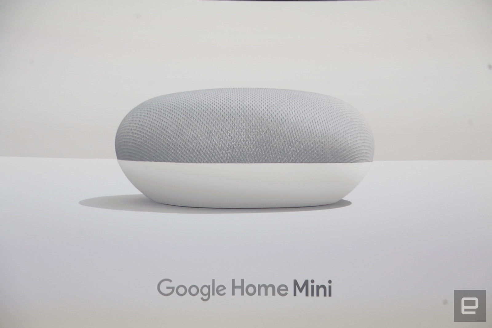 google home mini klein aber oho engadget deutschland. Black Bedroom Furniture Sets. Home Design Ideas
