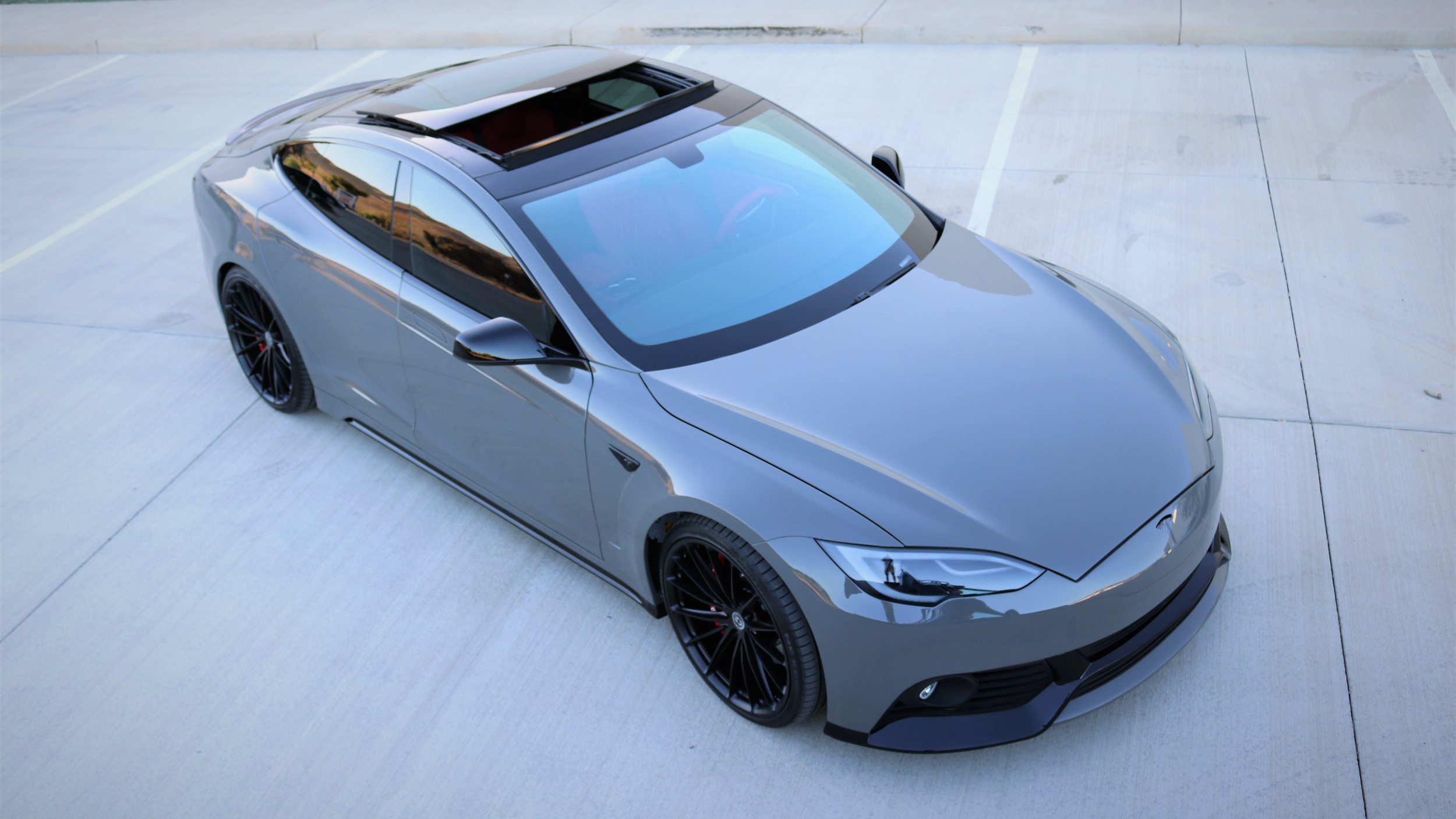 Pre Owned Tesla >> This modified Tesla Model S packs a $40,000 paint job ...