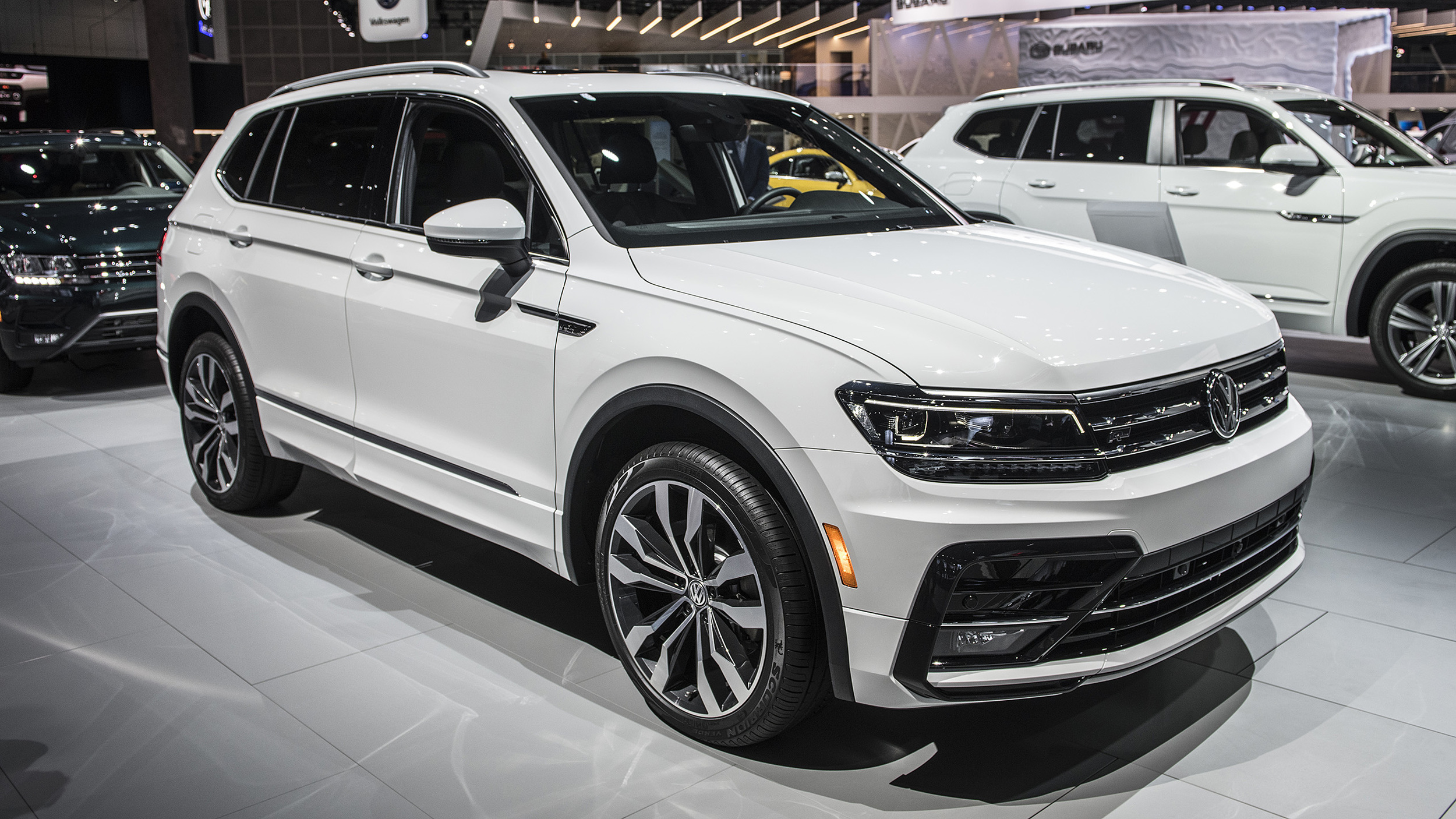 2018 volkswagen tiguan r line la 2017 autoblog. Black Bedroom Furniture Sets. Home Design Ideas