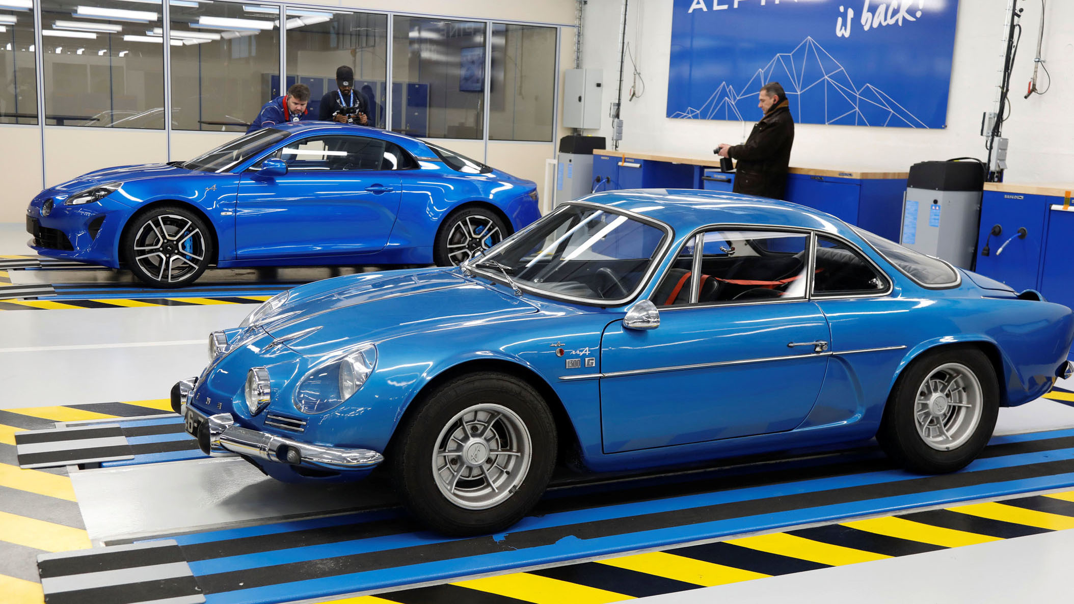 Super Renault opens Alpine plant, will build 6,000 per year - Autoblog BX23