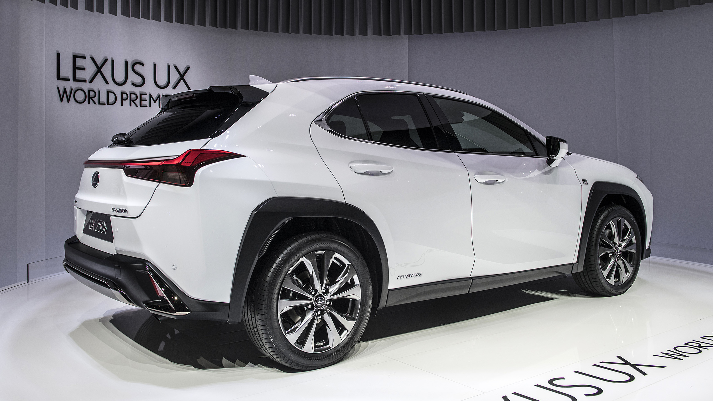 Lexus Pre Owned >> 2019 Lexus UX 200 and UX 250h crossovers revealed at ...
