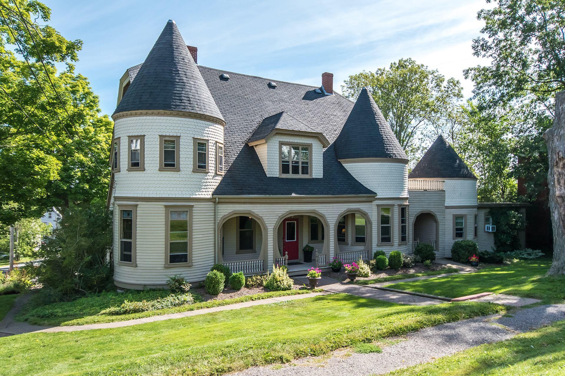 Windsor, N S  Mansion Is Selling For Less Than Some Big-City