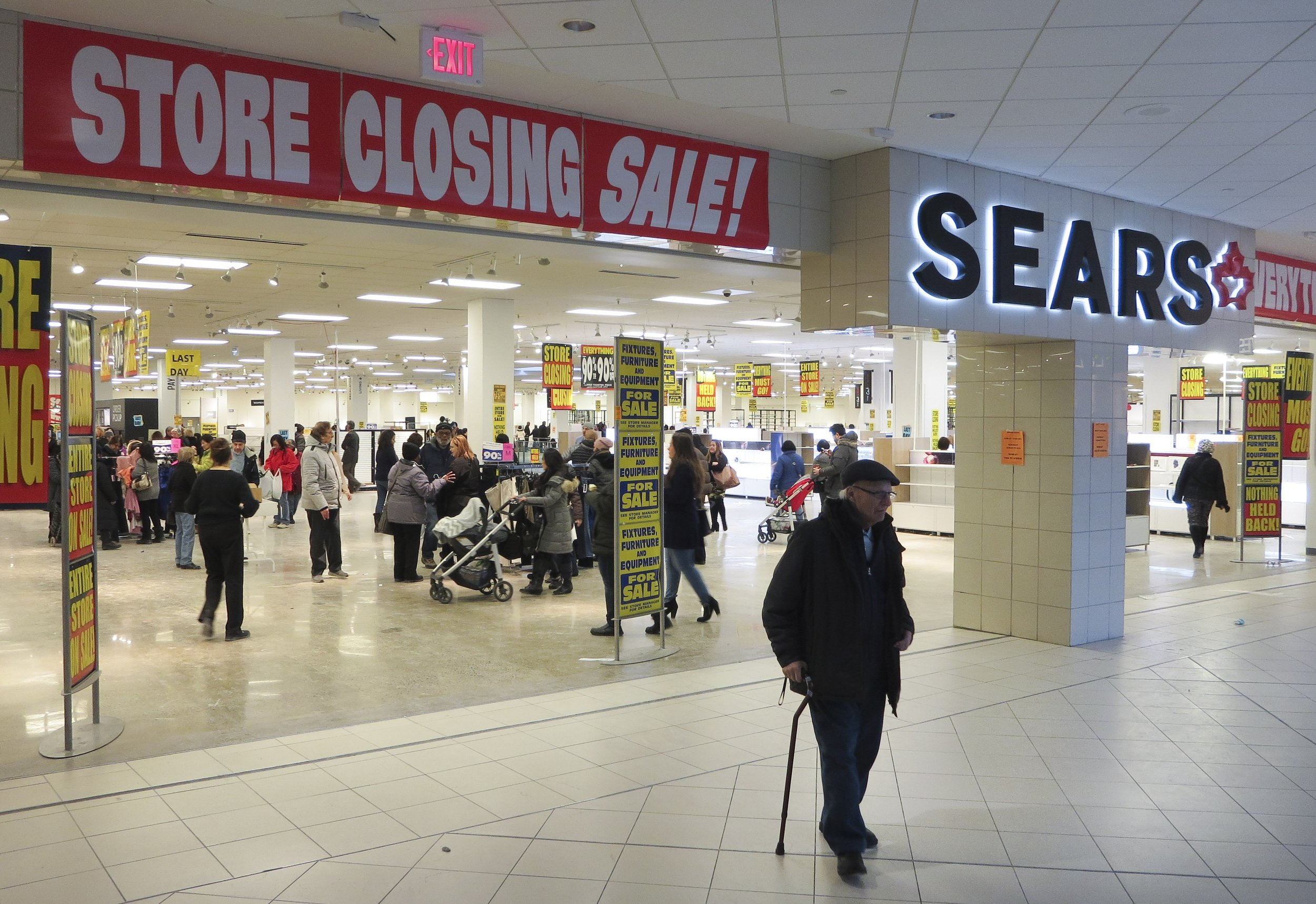 Sears' clearance sales will likely be full of steep discounts, but one key uncertainty could keep shoppers from biting
