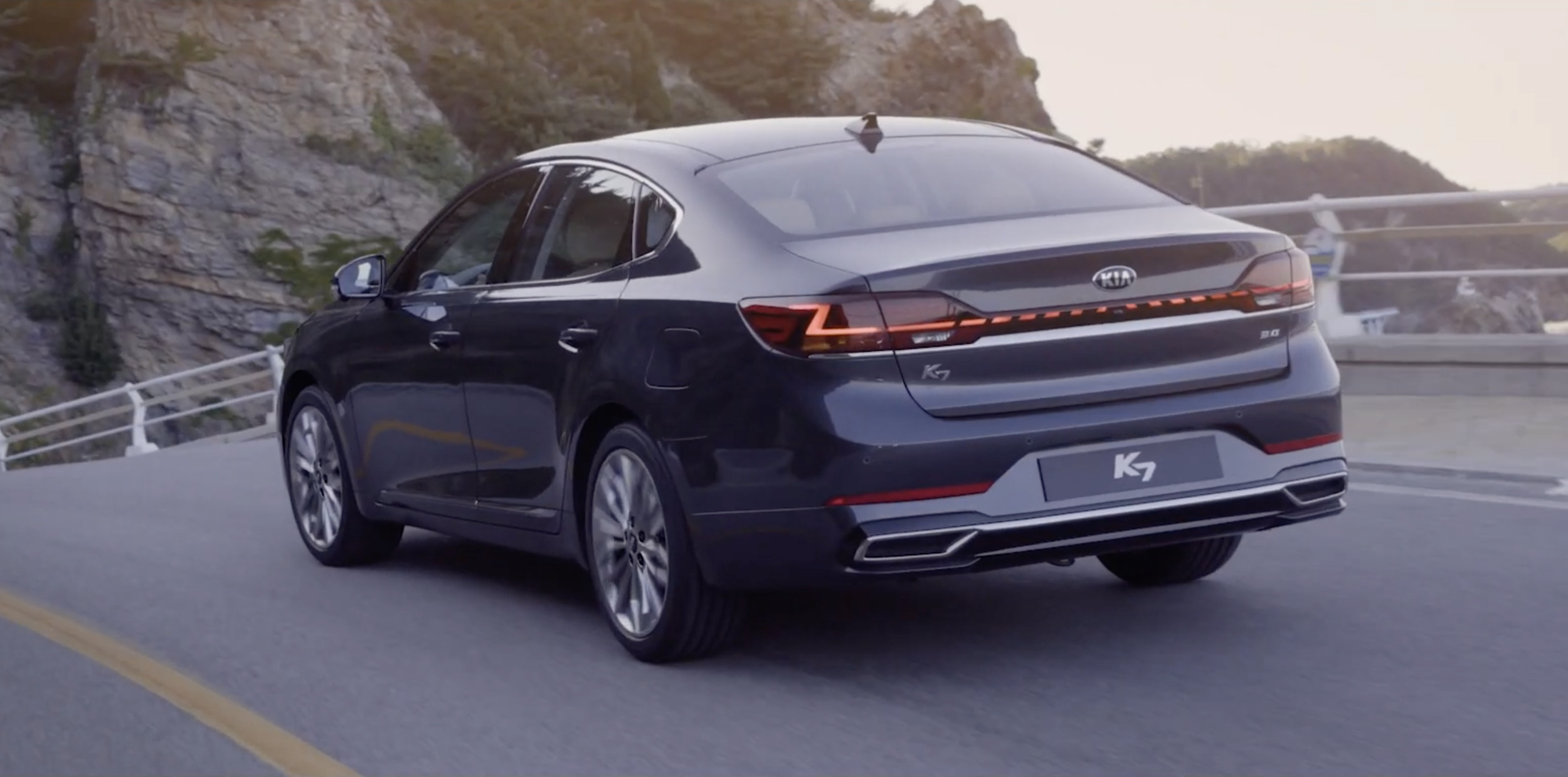 2020 Kia Cadenza takes the styling up a notch in its mid ...