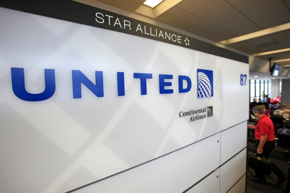 United Airlines worker 'shot by passenger'