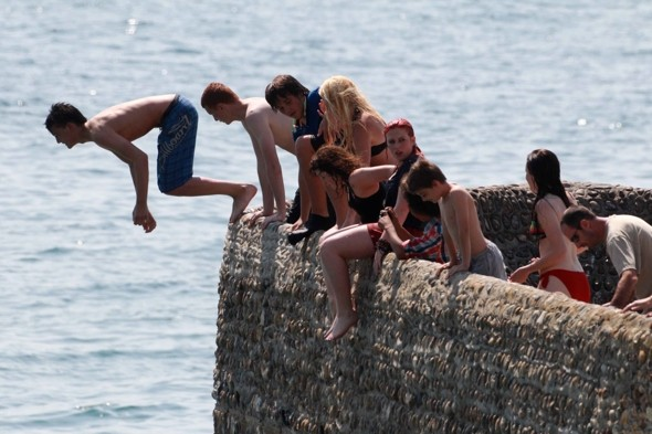 Teenager arrested as tombstoning takes over Brighton seafront