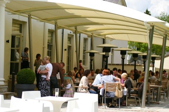 Prince harry 39 puts noses out of joint 39 at upmarket hotel for Upmarket hotel