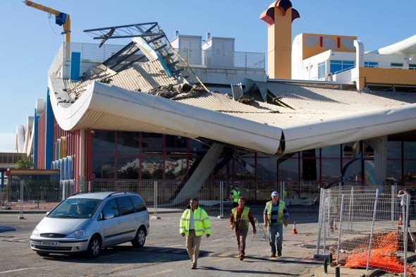 Five tourists injured as storm rips off Faro Airport roof in Portugal