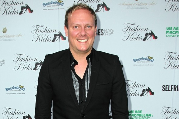 Corrie star Antony Cotton has Twitter row with Virgin over '£600 fare'