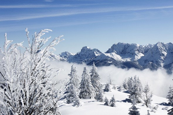 British skiers trapped in Austria after snowfall of 18ft