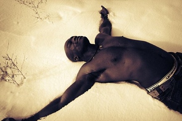 Seal strips off in Aspen's snow after losing bet with Heidi Klum