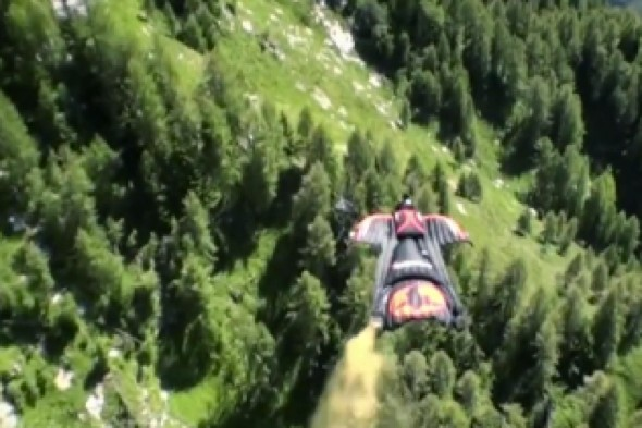 Video: Wingsuit flier goes 100mph through gorge in Europe