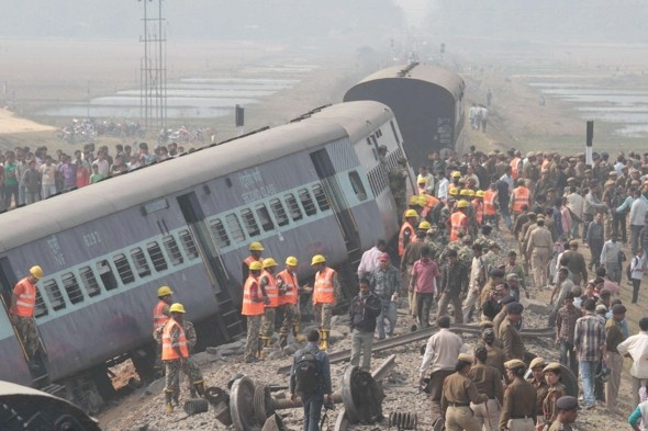 Three dead and 50 injured in train crash in India