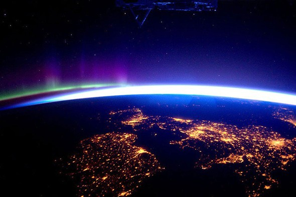 Best Holiday Snaps Ever Astronaut Tweets Amazing Views From Space