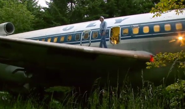 Video: Man creating 'dream home' in 727 passenger jet