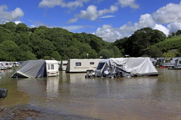 Holidaymakers airlifted from flooded Welsh holiday park