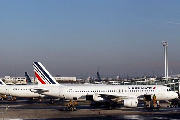Passengers 'asked pay for refuel' after plane diverts to Syria