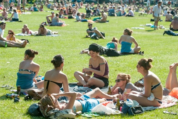 Another (mini) heatwave! Temps to soar despite flooding and a tornado