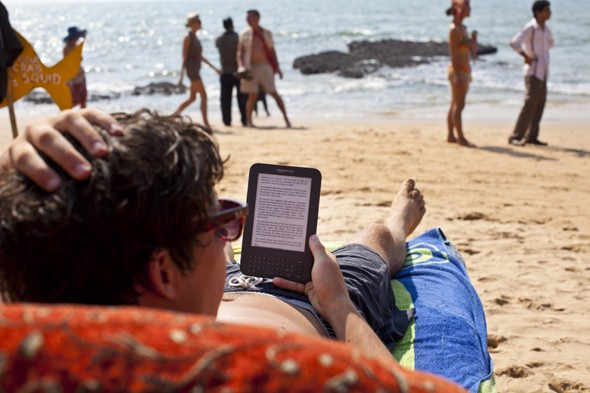 Traditional books replaced by e-readers on holidays, kindle more popular than books for holiday reads, travel books, reading abroad