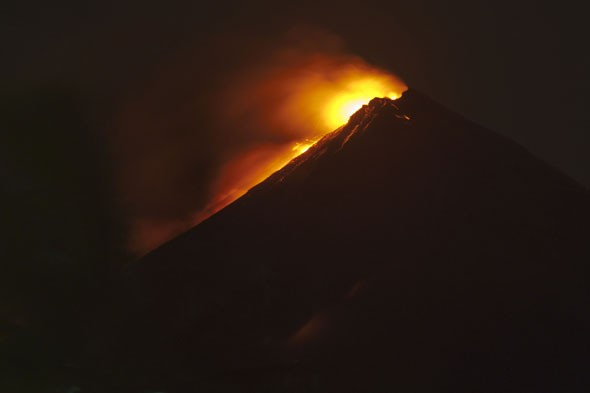Guatemala volcano erupts near tourist centre